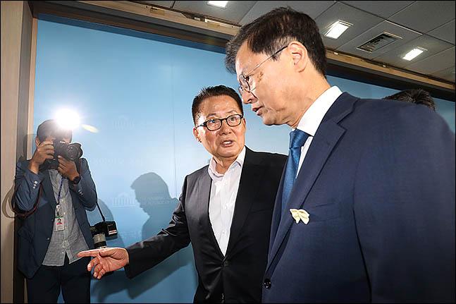 박지원 민주평화당 의원과 천정배 의원을 비롯한 비당권파 모임인