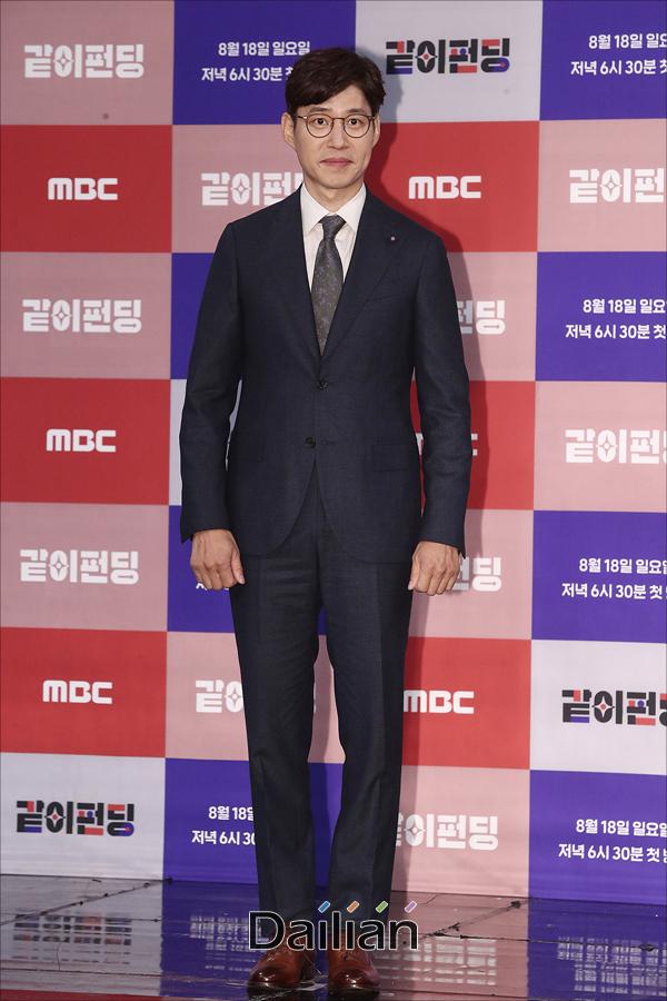 배우 유준상이 14일 오후 서울 마포구 MBC상암사옥에서 열린 MBC 새 예능프로그램