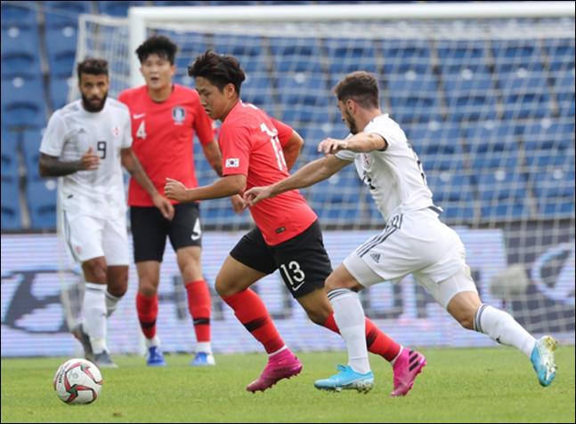 이강인이 조지아와의 평가전에서 드리블을 하고 있다. ⓒ 연합뉴스