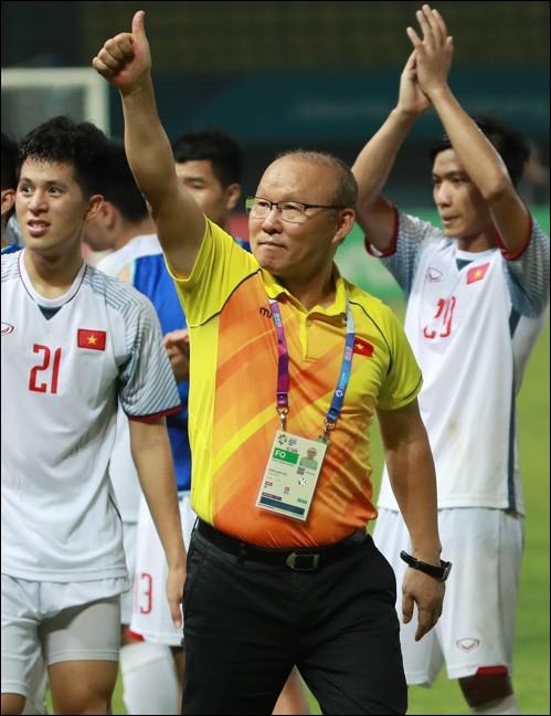 히딩크 감독의 중국을 꺾은 베트남의 박항서 감독. ⓒ 연합뉴스