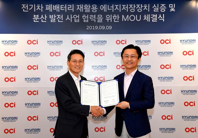 지영조 현대차그룹 전략기술본부장 사장(오른쪽)과 김택중 OCI 대표이사 사장이 9일 서울 양재동 현대차그룹 본사에서