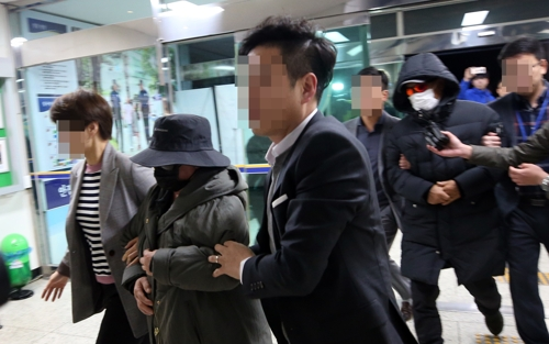 검찰이 사기 혐의로 기소된 마이크로닷 부모에게 징역형을 구형했다. ⓒ 연합뉴스