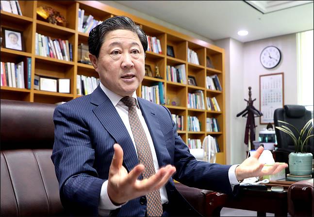 부산을 대표하는 4선 중진으로 자유한국당 최고위원과 대변인, 해양수산부장관을 지낸 유기준 의원이 추석 명절을 맞이해 데일리안과 인터뷰를 갖고 있다. ⓒ데일리안 박항구 기자