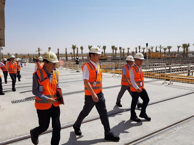 이재용 삼성전자 부회장이 15일 삼성물산이 건설 중인 사우디아라비아 리야드 도심 지하철 공사 현장을 방문한 모습.ⓒ삼성전자