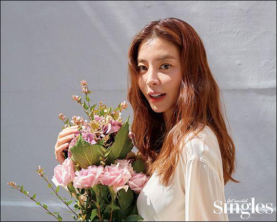 김규리 화보가 공개돼 화제다. ⓒ 싱글즈