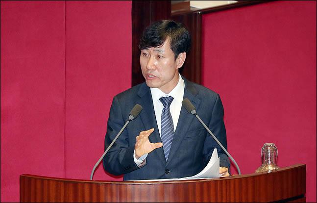 하태경 바른미래당 의원이 11일 오후 열린 국회 본회의에서  교육·사회·문화분야 대정부질문을 하고 있다. ⓒ데일리안 박항구 기자