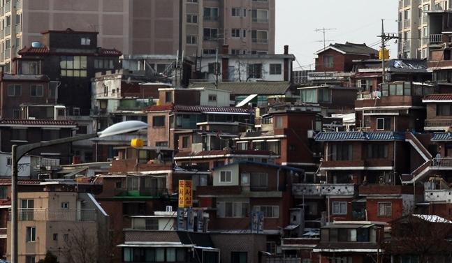 한동안 활기를 보였던 미니 재건축에 악재가 지속되고 있다. 사진은 서울의 한 주택가 전경.(자료사진) ⓒ연합뉴스