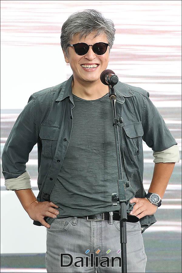 제24회 부산국제영화제 무대인사에 참석한 배우 권해효가
