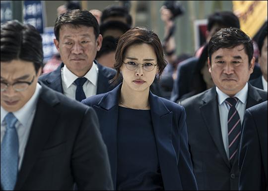 배우 이하늬가 엘리트 변호사로 변신한다. ⓒ 에이스메이커무비웍스