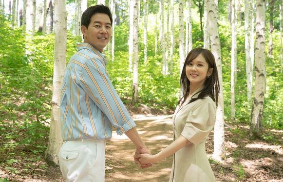 SBS 'VIP' 장나라-이상윤이 두 손을 맞잡은, 로맨틱한 '자작나무숲 프러포즈' 현장을 선보였다.ⓒ SBS