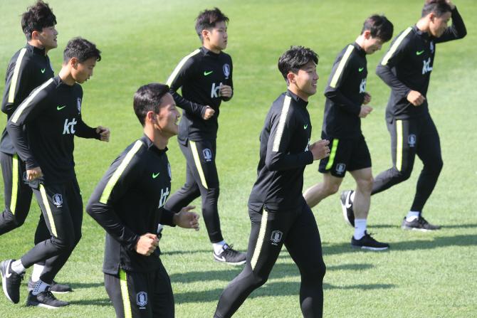 북한과의 평양 원정경기를 앞두고 회복훈련을 진행 중인 한국 축구대표팀. ⓒ연합뉴스
