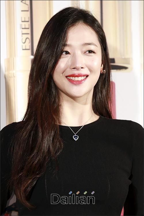 걸그룹 에프엑스 출신 배우 설리(본명 최진리)가 숨진 채 발견돼 충격을 주고 있다. ⓒ 데일리안 DB