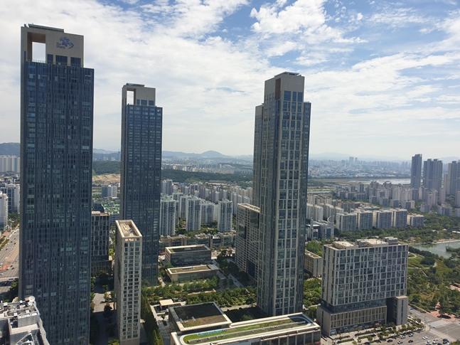 최근 몇년동안 약세를 보이던 인천 일대 주택시장이 어색할 정도로 온기가 느껴지고 있다. 인천 송도국제도시 전경.(자료사진) ⓒ권이상 기자