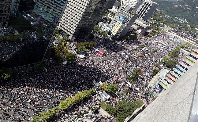 9일 오후 서울 광화문 광장 일대에서 문재인 하야 범국민투쟁본부 등 보수성향의 단체들이 주최한