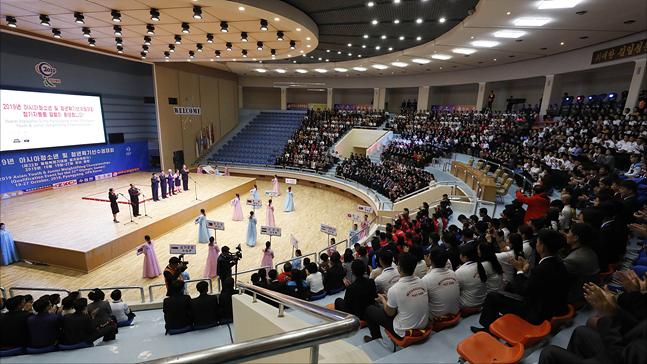 20일 오후 평양 청춘가역도경기장에서 2019 아시아 유소년·주니어 역도선수권대회 개막식이 열리고 있다. ⓒ사진공동취재단