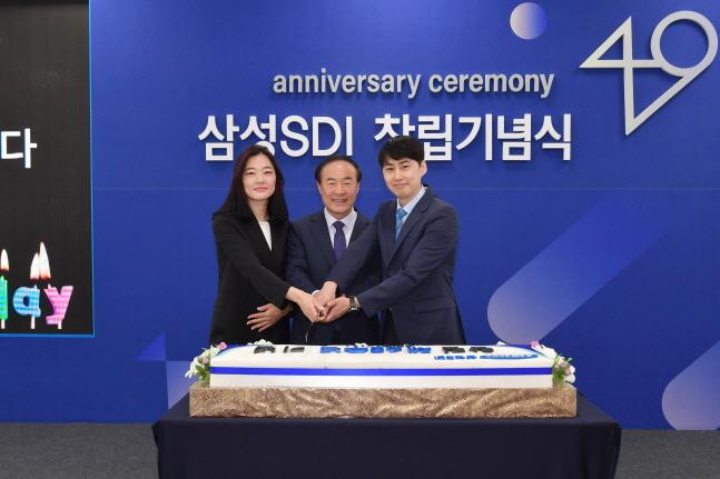 전영현 삼성SDI 사장(가운데)이 지난 7월 1일 경기도 용인 기흥사업장에서 개최된