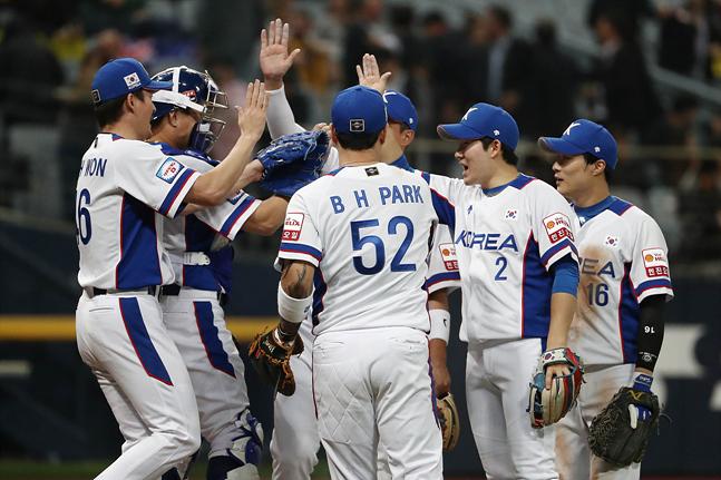 대표팀의 유일한 고민은 4번 타자 박병호(가운데)의 부진이다. ⓒ 데일리안 홍금표 기자