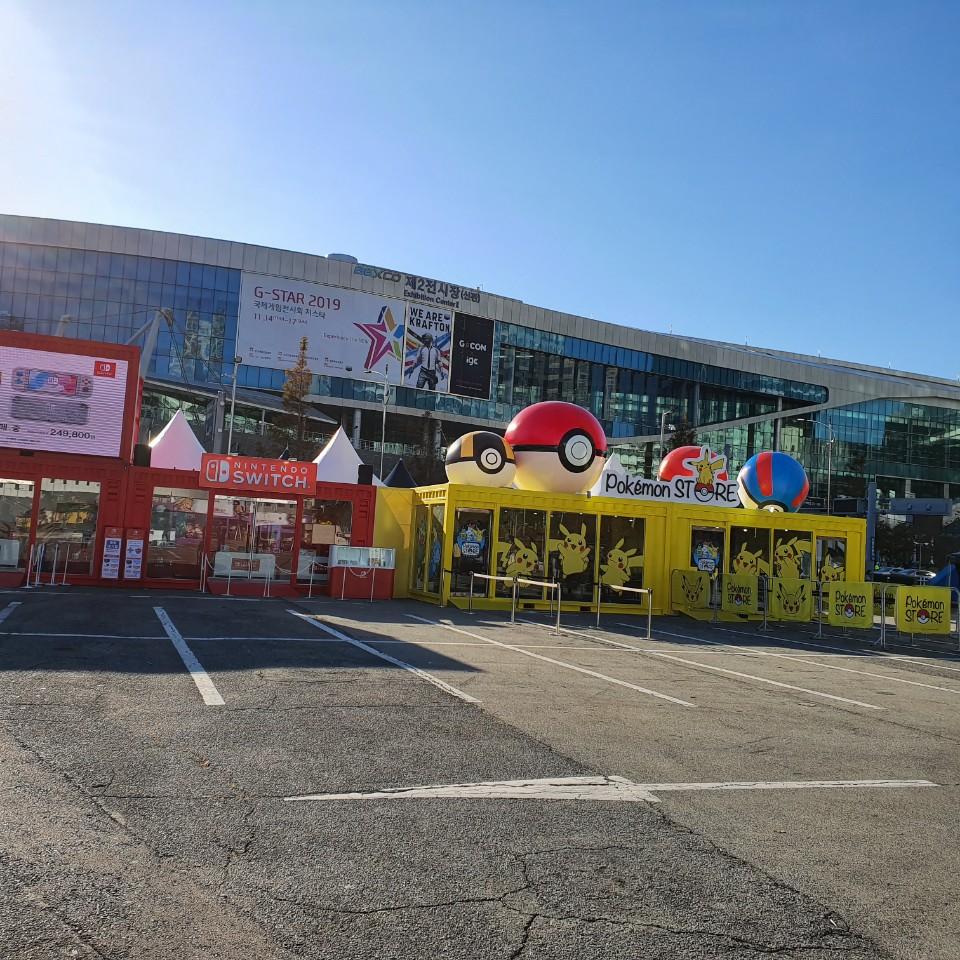 14일 부산 벡스코에서 '지스타(G-STAR) 2019'가 개막한 가운데 행사장 앞에 포켓몬 팝업스토어가 설치돼 있다.ⓒ데일리안 김은경 기자