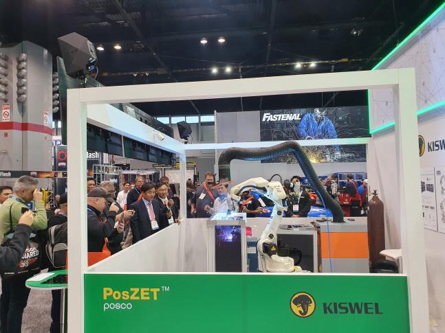 지난 11일~14일(현지시각) 미국 시카코에서 열린 북미 국제가공용접전시회(FABTECH 2019)에서 포스코와 고려용접봉(KISWEL)이 공동개발한 자동차용 초고강도 도금강판 용접솔루션인