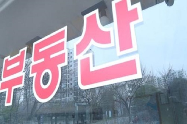 9월 서울 오피스텔 매매가격은 0.06% 상승했다. 서울의 한 공인중개업소 모습.ⓒ연합뉴스