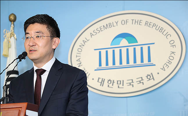 김세연 자유한국당 의원이 17일 오전 서울 여의도 국회 정론관에서 기자회견을 열고 21대 총선 불출마 선언을 하고 있다. ⓒ데일리안 류영주 기자