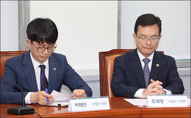 심각한 표정을 짓고 있는 박재민 국방차관과 조세영 외교1차관(자료사진). ⓒ데일리안 박항구 기자