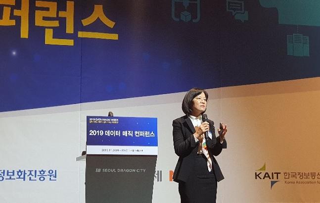 이은주 삼성SDS 상무가 26일 서울 용산구 서울드래곤시티에서 열린 과학기술정보통신부 '2019 데이터 진흥주간' 행사에서 '데이터 융합이 만들어나가는 새로운 미래'를 주제로 기조연설을 하고 있다.ⓒ삼성SDS