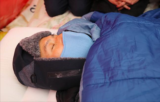 황교안 자유한국당 대표(사진)가 단식 8일째이던 27일 저녁 11시 무렵 의식을 잃고 서울 신촌세브란스병원으로 긴급 이송됐다. ⓒ데일리안 홍금표 기자