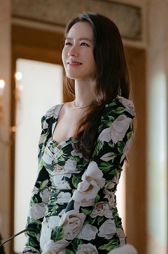 배우 손예진이 재벌 3세로 변신한다. ⓒ tvN