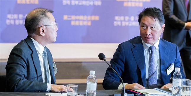 정의선 현대자동차 부회장과 최태원 SK 회장이 5일 오전 서울 중구 웨스틴조선호텔에서 열린