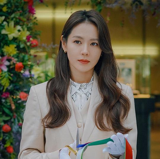 배우 손예진이