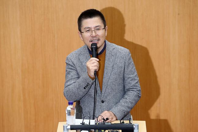 황교안 자유한국당 대표가 6일 오전 서울 관악구 서울대학교에서 경제학부생 등을 대상으로 특강을 하고 있다. ⓒ데일리안 홍금표 기자