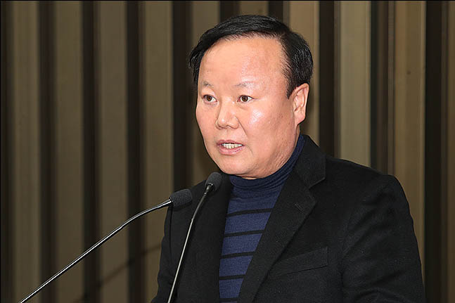 김재원 신임 정책위의장이 9일 오후 서울 여의도 국회에서 열린 한국당 의원총회에 모두발언을 하고 있다. ⓒ데일리안 류영주 기자