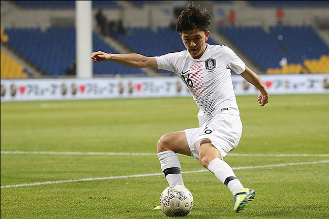 11일 오후 부산 연제구 부산아시아드주경기장에서 열린 2019 EAFF E-1 챔피언십(동아시안컵) 대한민국 대 홍콩 경기에 황인범이 드리블을 하고 있다. ⓒ데일리안 류영주 기자