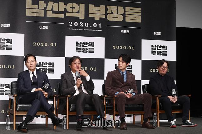 우민호 감독과 배우 이병헌, 곽도원, 이희준이 12일 서울 강남구 CGV압구정에서 영화