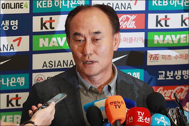 김학범 감독이 이강인을 원한다는 것은 현 대표팀의 전력이 만족스럽지 못하다는 방증이기도 하다. ⓒ 데일리안 류영주 기자
