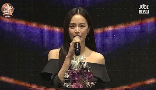 배우 김태희가 제34회 골든디스크어워즈 시상식에 등장해 근황을 알렸다.방송 캡처