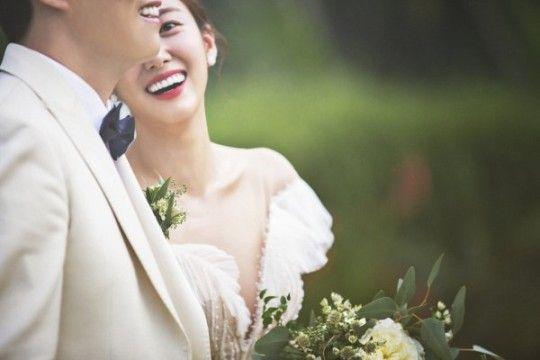 배우 전혜빈의 결혼식 현장 사진이 공개됐다.ⓒ해피메리드컴퍼니, 웨딩디렉터봉드, 로미오프렌즈, 아벨바이케이, 와일드디아, 웨딩21, 미즈노블, 웨딩미