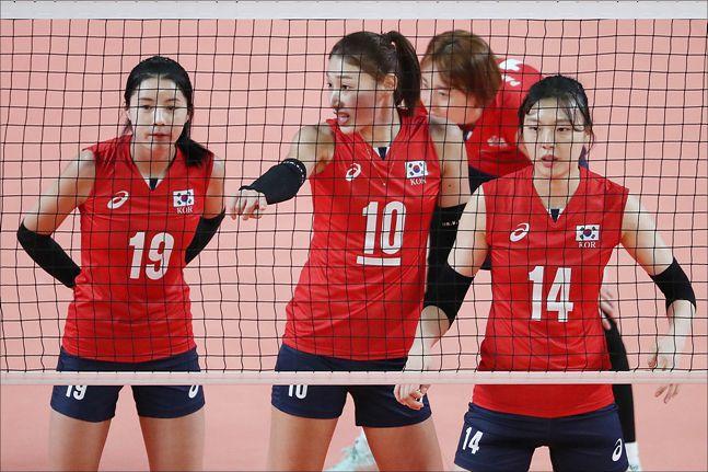 김연경이 부상을 당했지만 나머지 선수들이 똘똘 뭉쳐 위기서 벗어나야 한다.(자료사진) ⓒ데일리안 홍금표 기자