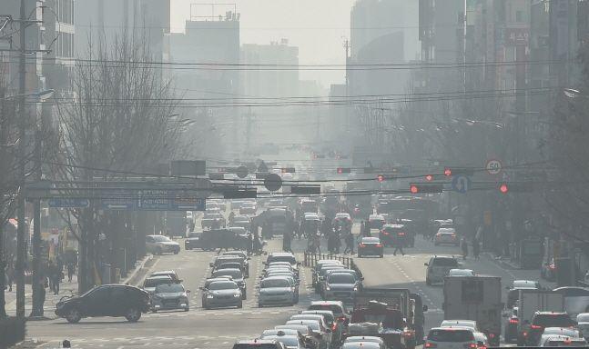 서울에서 지난해 6일에 하루 꼴로 초미세먼지(PM-2.5)가 짙게 발생했던 것으로 나타났다.ⓒ뉴시스