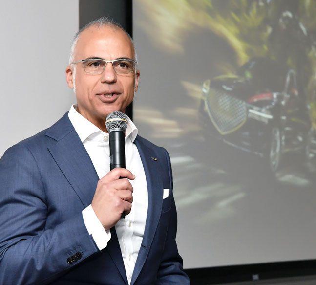 마크 델 로소 제네시스 북미 담당 CEO가 9일(현지시간) 미국 캘리포니아주 파운틴밸리 HMA 본사에서 CES 2020 취재를 위해 방미 중인 한국 기자단과의 간담회에서 제네시스 북미 사업 전략에 대해 설명하고 있다. ⓒ현대자동차