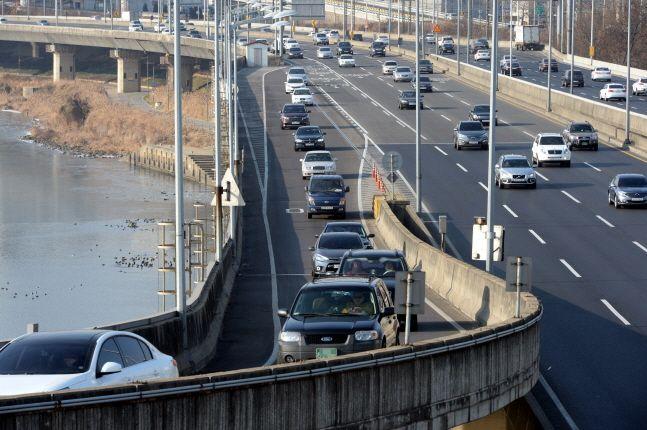 국내 대형 손해보험사들이 이번 달 말부터 자동차보험의 보험료 인상에 나선다.ⓒ뉴시스