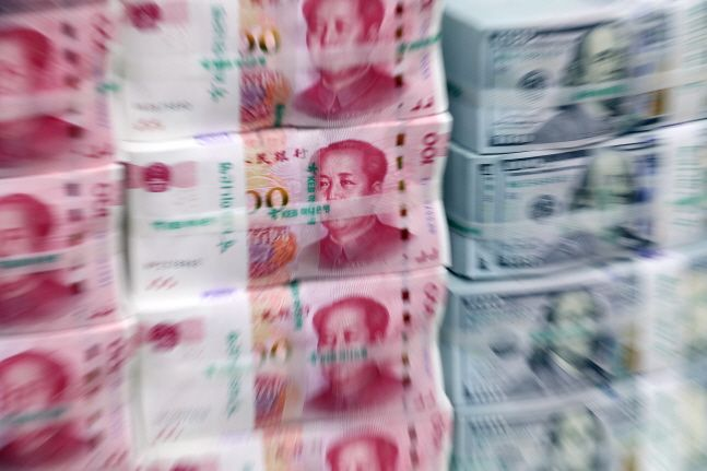 미국이 중국을 환율조작국에서 제외한 가운데 중국 정부가 환율을 무역전쟁의 도구로 쓰지 않을 것이라고 다시 강조했다.ⓒ뉴시스