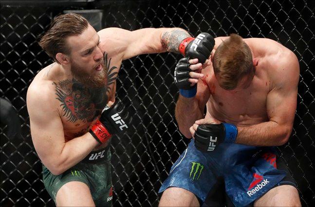 [UFC] 맥그리거가 1라운드 40초 만에 세로니를 TKO로 꺾었다. ⓒ 뉴시스