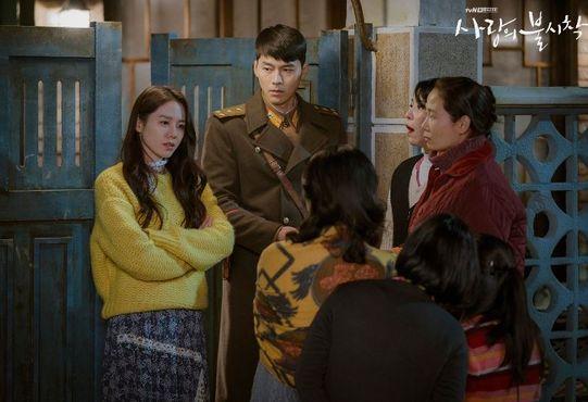 북한 장교 리정혁(현빈)과 한국 재벌 상속녀 윤세리(손예진)의 로맨스를 그린 tvN