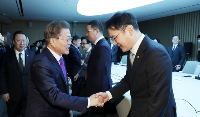 문재인 대통령이 13일 오전 서울 중구 대한상공회의소에서 열린