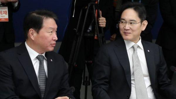 최태원 SK그룹 회장과 이재용 삼성전자 부회장이 13일 오전 서울 중구 대한상공회의소에서 열린
