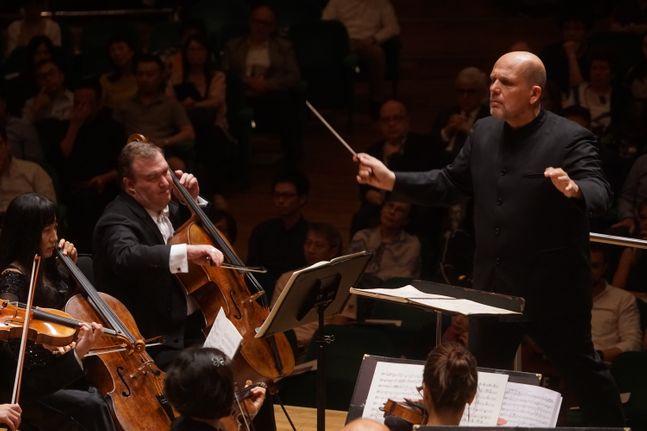 홍콩필하모닉 오케스트라와 지휘자 얍 판 츠베덴. ⓒ 프레스토아트