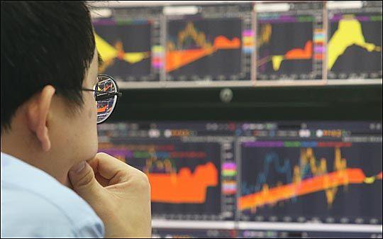 올해 1분기 영업이익과 순이익은 전년동기대비 각각 -2.3%, -7.7% 하락한 21조8164억원, 15조9048억원을 기록할 것으로 추산됐다. 다만 매출액은 같은 기간 대비 5.1% 상승한 351조6124억원을 기록할 것으로 전망된다.ⓒ데일리안