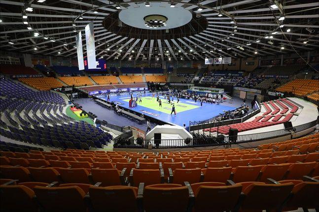 25일 수원실내체육관서 열린 2019-20 프로배구 V-리그 남자부 한국전력-삼성화재는 무관중 경기로 열렸다.ⓒ 뉴시스